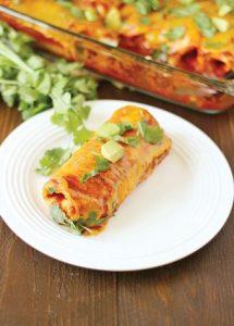 اینچیلادای مرغ و پنیر غذایی مناسب برای افطار و سحر