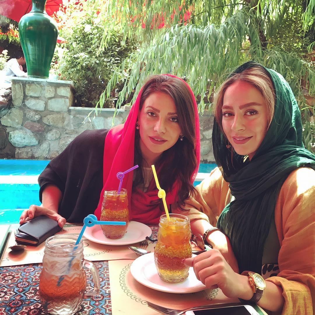 سمانه پاکدل در کنار دوست صمیمی اش