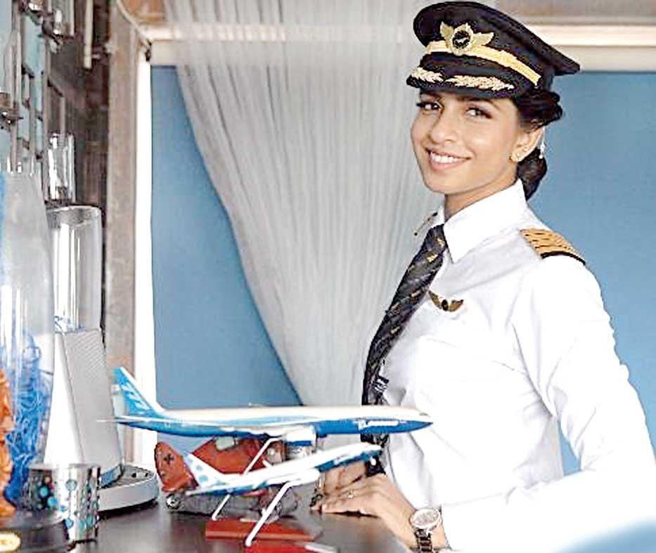 آنی دیویا کم سن و سال ترین خلبان زن