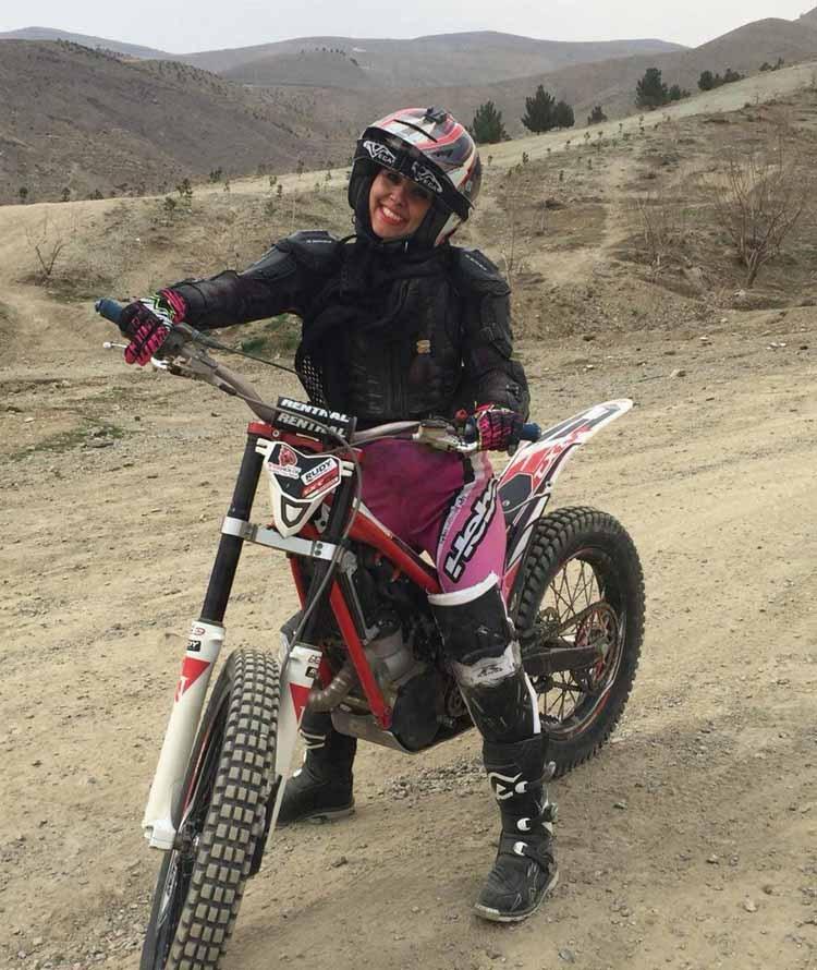 درخششنرگس سمیعی زاده در موتورسواری