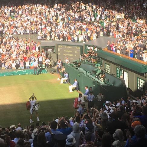 علاقه نیکی کریمی به مسابقات ورزشی