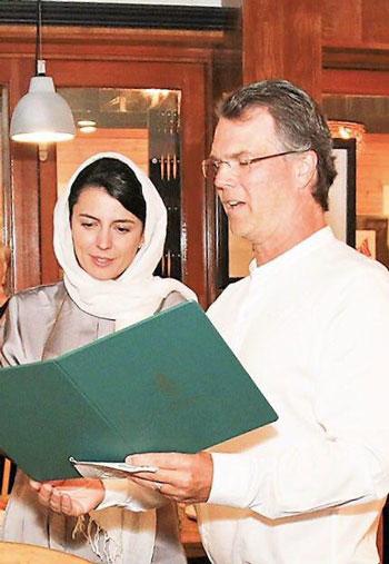 مراسم بزرگداشت هنرمند زن ایرانی