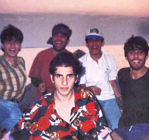 عکس قدیمی از حامد بهداد در کنار دوستانش