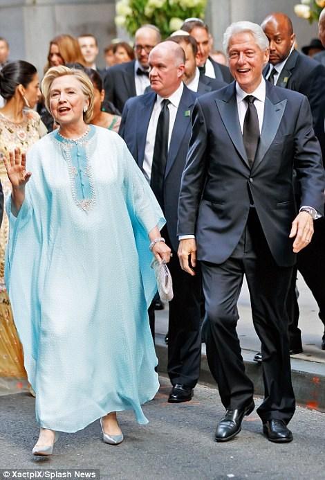 هیلاری کلینتون و همسرش در مراسم عروسی