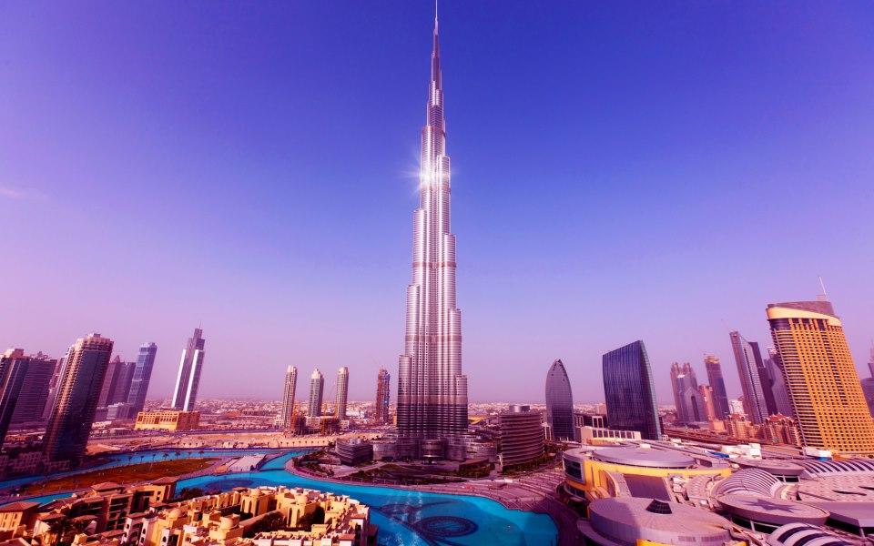 نظافت برج دبی سخت ترین کار دنیا