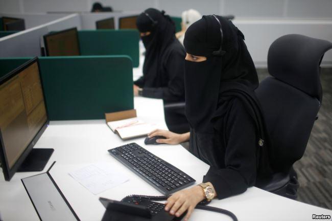کارمندان زن سعودی در مرکز فوریت های ویژه