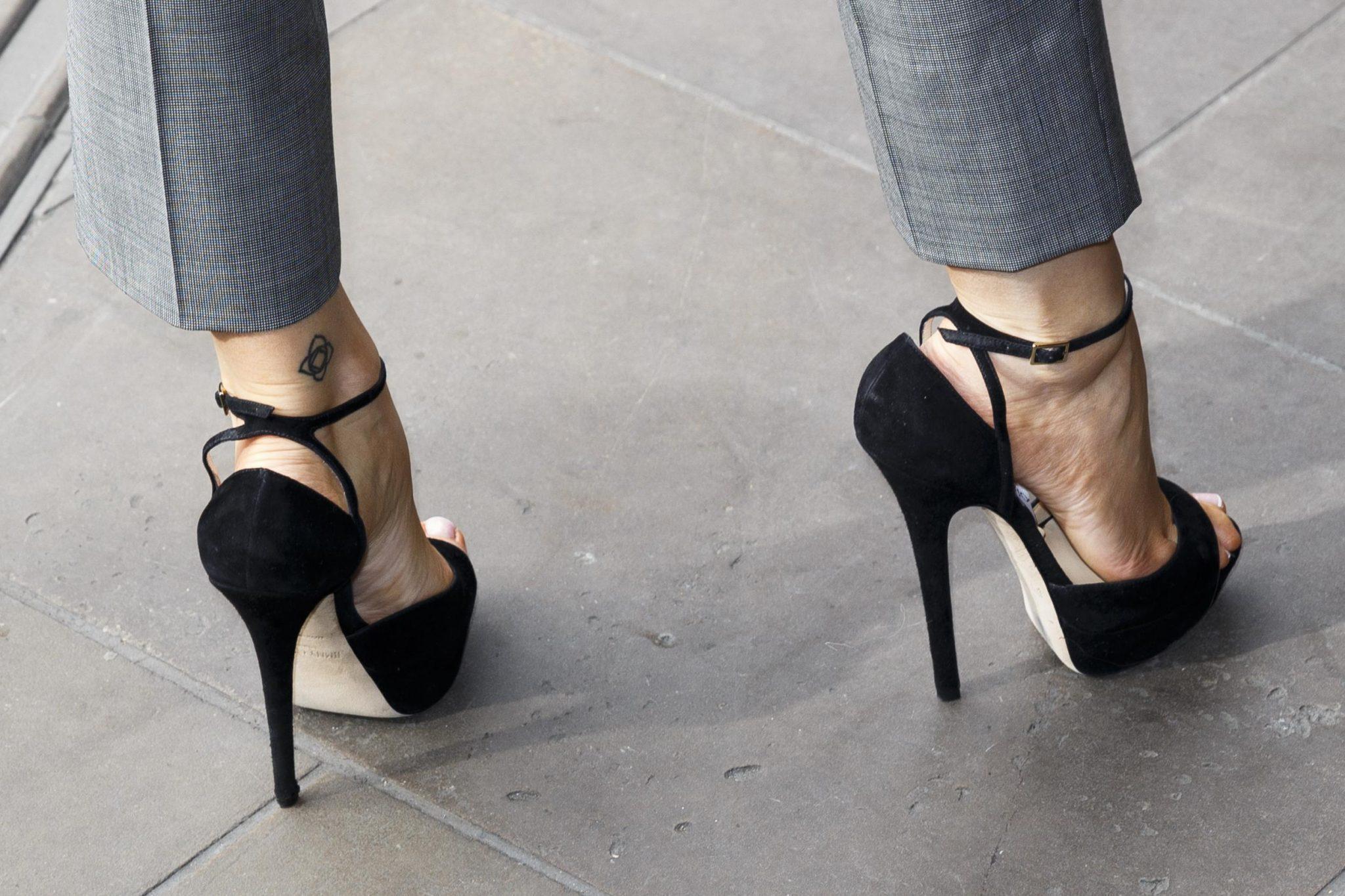 نحوه تهیه کفش زنانه پاشنه بلند