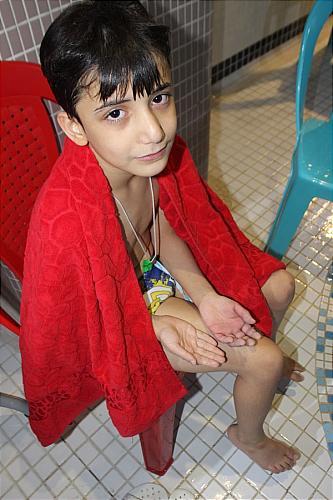 گیر کردن انگشت یک پسربچه در سوراخ تخلیه استخر