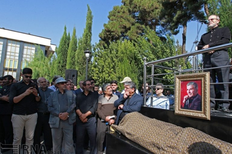 گزارش تصویری از حضور هنرمندان در مراسم تشییع نادر گلچین