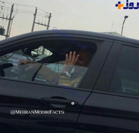 مهران مدیری در حال رانندگی