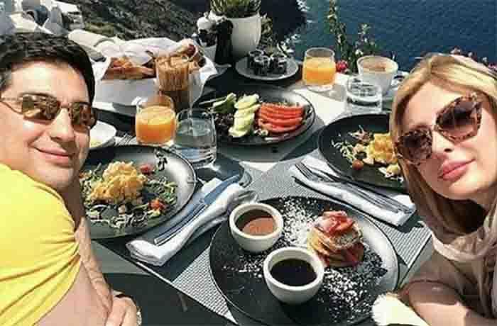 نیوشا ضیغمی با همسرش کنار میز صبحانه