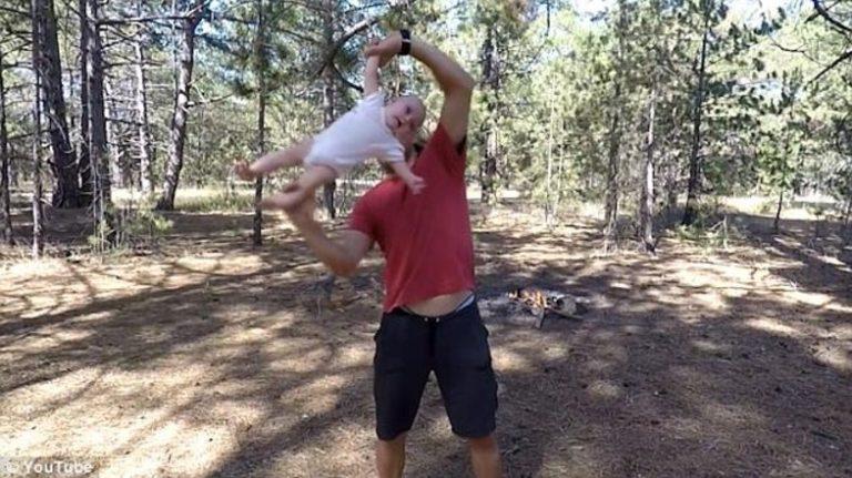 حرکات آکروباتیک پدر روانی با دختر 4 ماهه