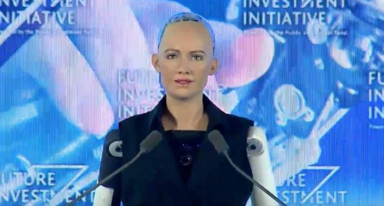 رونمایی از اولین ربات زن هوشمند در عربستان