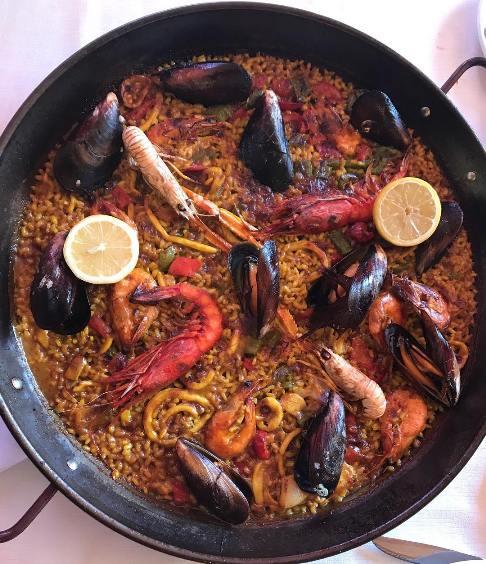 حشره روی غذای اسپانیایی رز رضوی