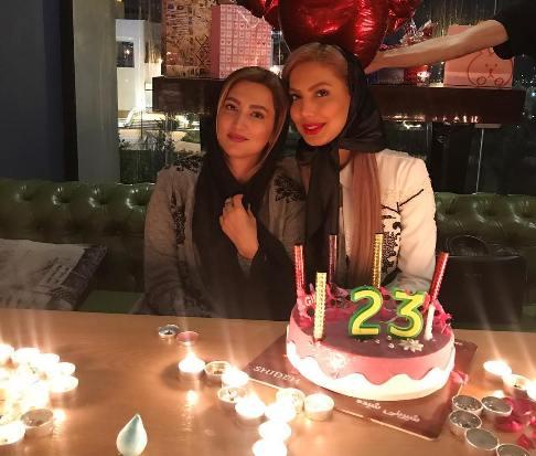سمیرا حسینی در کنار خواهرش
