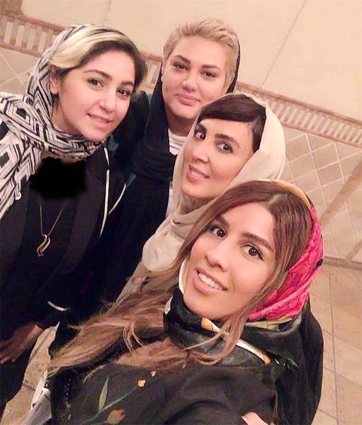 لیلا بلوکات در کنار خواهرانش