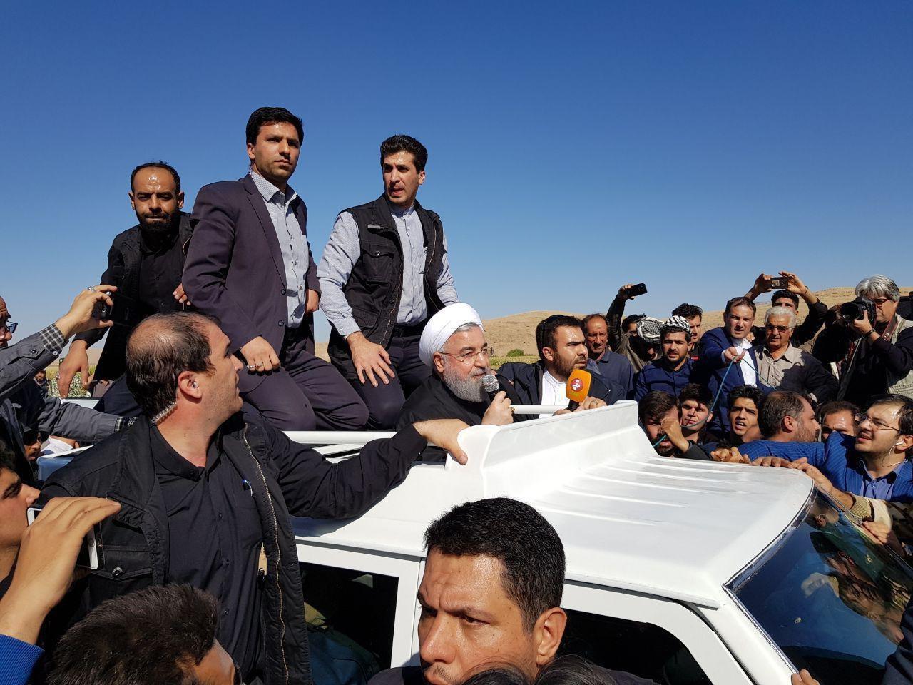 حضور دکتر حسن روحانی در مناطق زلزله زده