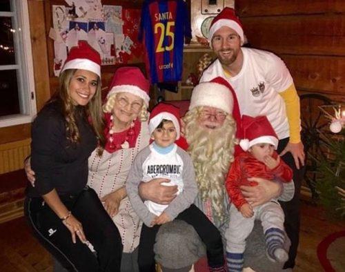 فوتبالیست مشهور در تعطیلات کریسمس کنار خانواده