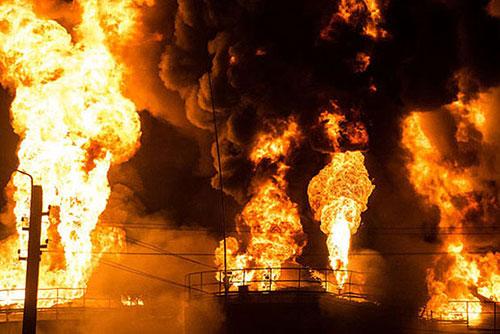 آتش سوزی در مخزن مواد نفتی بندرعباس,آتش سوزی مخزن نفتی بندر عباس