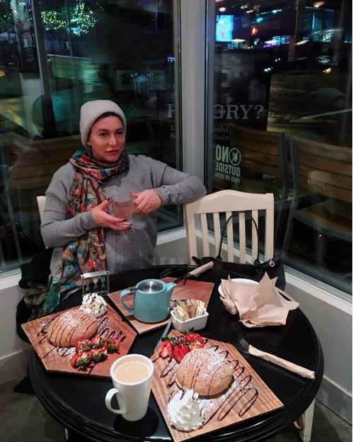 فریبا نادری در رستوران کانادایی