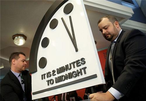 ساعت روز قیامت,30 ثانیه جلو ساعت رو قیامت,ساعت روز قیامت چیست