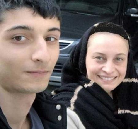 مریم کاویانی در کنار فرزندش