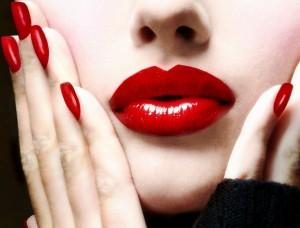 آیا استفاده از رژ لب برای بدن مضر است؟