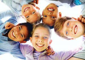 رفتار هایی که موجب شاد زیستن کودکان میشود