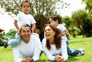 با رفتار و اعمال یک خانواده شاد واقعی آشنا شوید