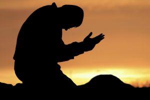 برای قبولی نماز باید از هشت خصلت پیروی کرد