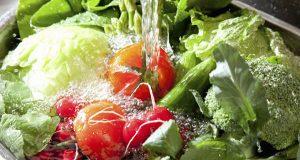 آشنایی با محلولات خانگی برای شستن میوه ها و سبزیجات
