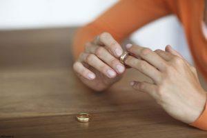 شش جمله ممنوعه که دوست طلاق گرفته تان نباید بشنود