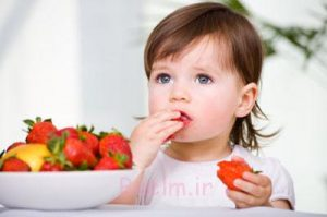 معده کودک از چه سنی می تواند میوه را هضم کند