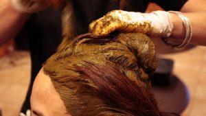 چند ماسک طبیعی که سفیدی مو را ناپدید میکند