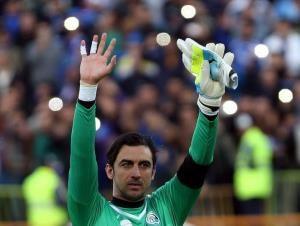 مهدی رحمتی بعد از بازی با ماشین پلیس از استادیوم خارج شد