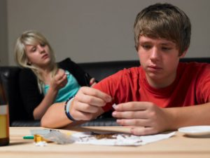 علائم اعتیاد در نوجوانان را از ما بیاموزید
