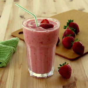 طرز تهیه اسموتی توت فرنگی برای فصل تابستان