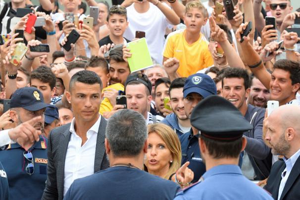 مراسم معارفه رونالدو,مراسم معارفه رونالدو در باشگاه یوونتوس,معارفه رونالدو باشگاه یوونتوس
