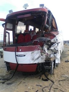مصدومان علت تصادف اتوبوس و کامیون جاده سیرجان سه شنبه 2 مرداد 97